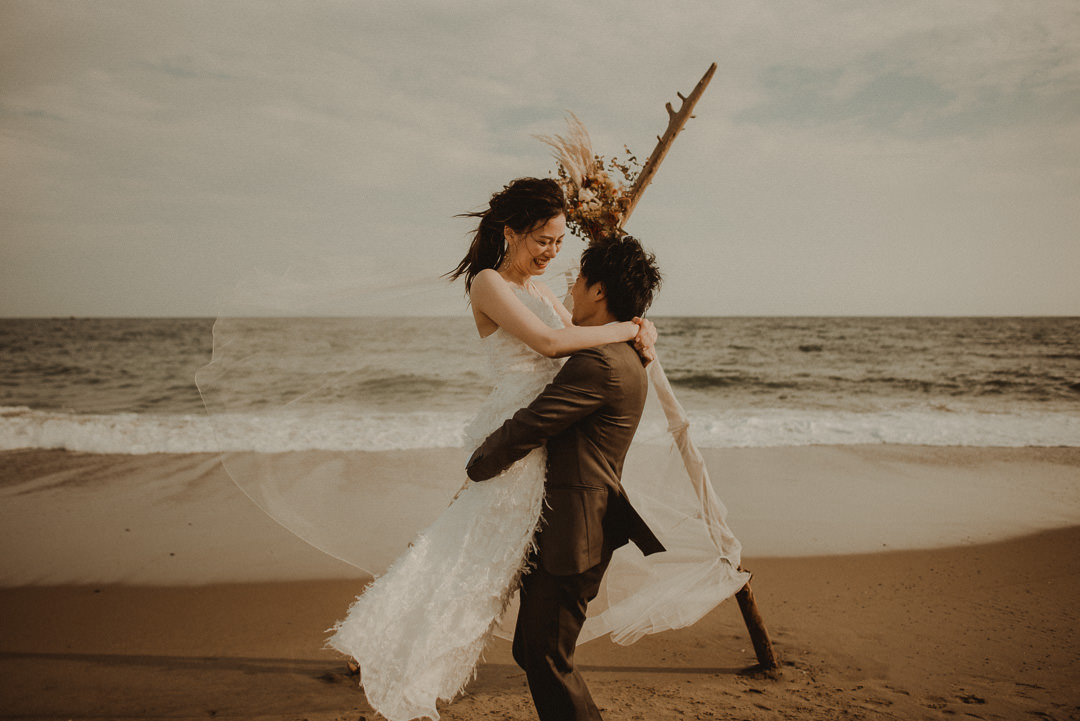 Japan elopement on the beach with a tippy and a veil.