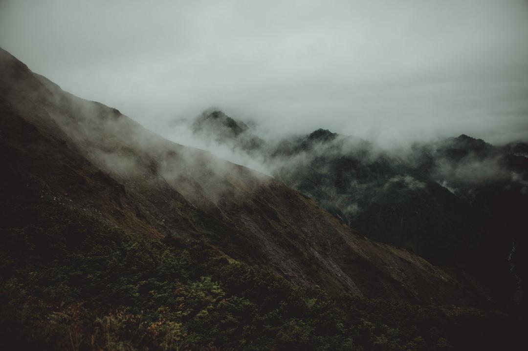 エロープメントウェディング・・・山の天候はまるで人生のように、何が起きるか、いつどう変わるか予想もつきませんが、天気はいつも私たちにべつの観点から物事をみせてくれ、興味深い体験をさせてくれます。