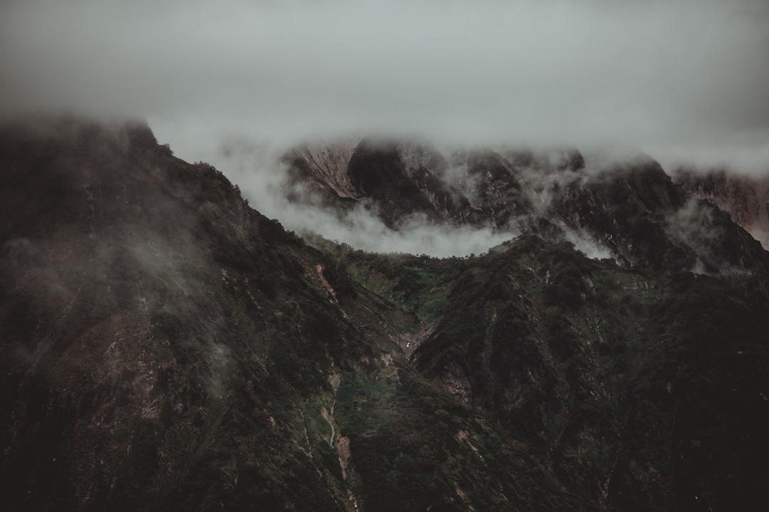 エロープメントウェディング・・・View at the misty peaks from 唐松岳。