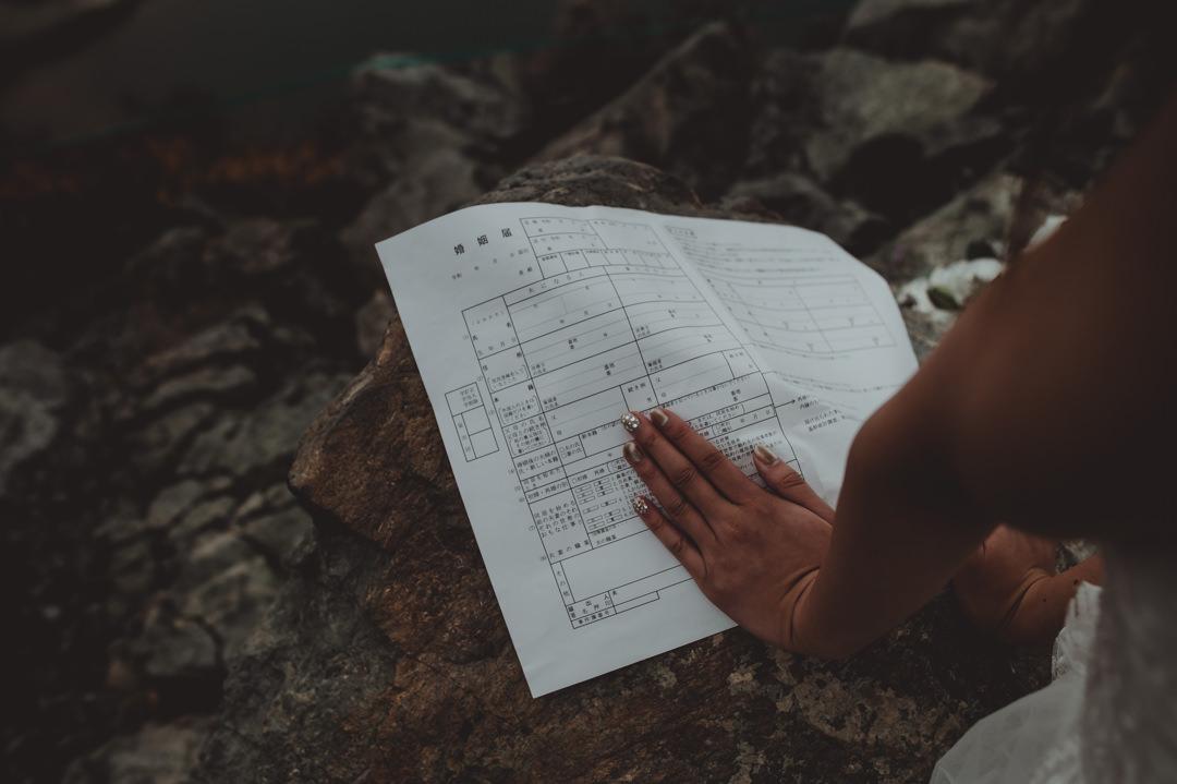 エロープメントウェディング・・・婚姻届けへの署名とウェディングキスのみのミニマムなウェディングでも、加えてお互いへお手紙を読んだり、誓いの言葉を述べても良いですね。
